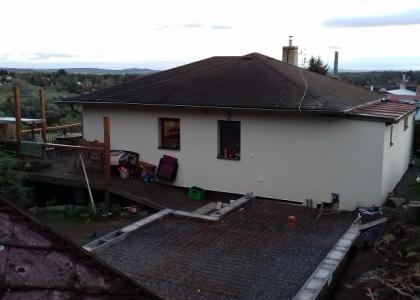 Přístavba na kopci